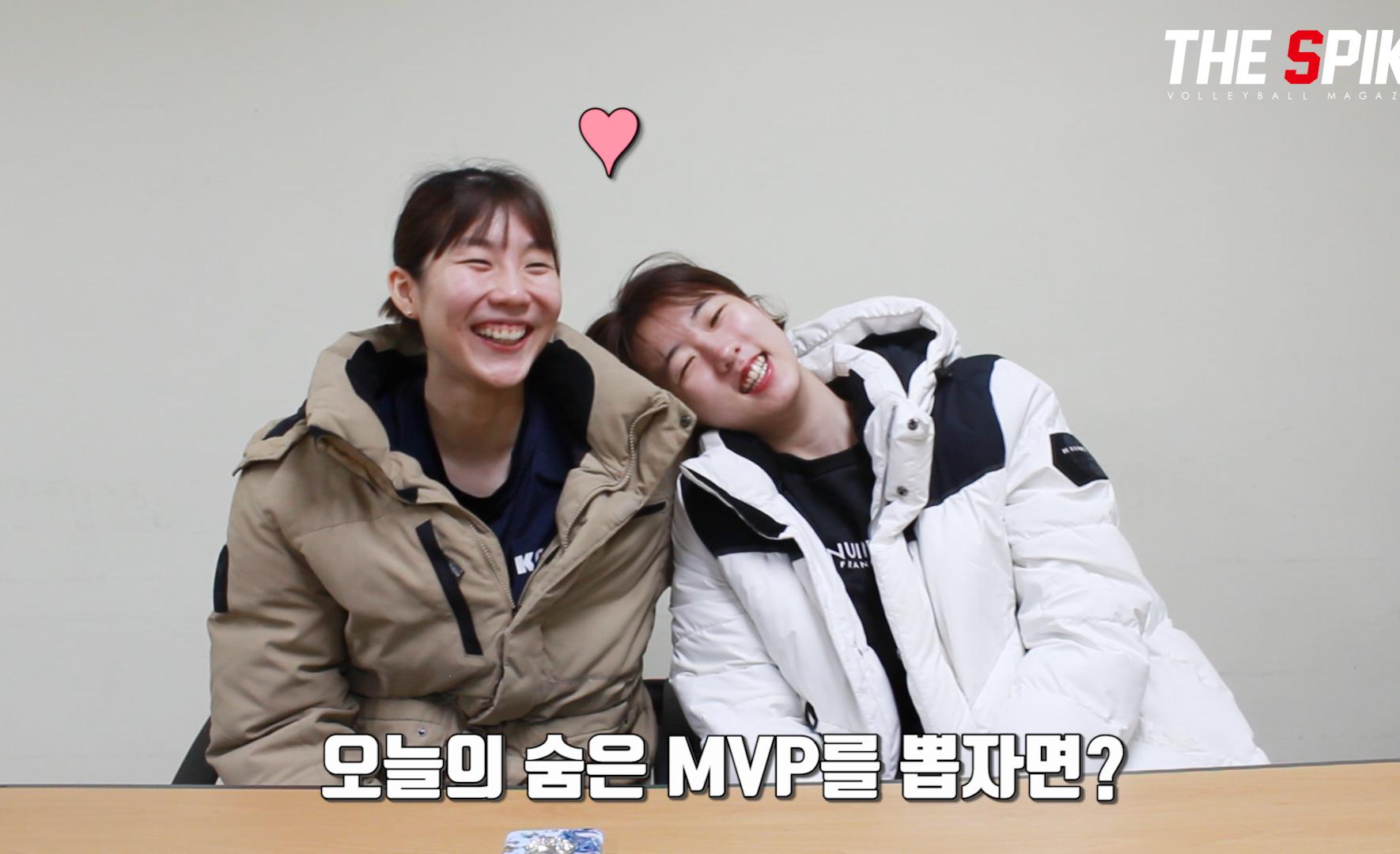 """[SpikeTV] """"서로 없어서는 안 될 존재예요"""" 이소영&강소휘 케미 폭발 인터뷰!"""