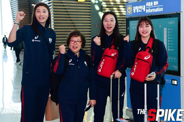 [포토화보] VNL 3주차 일정 소화위해 출국하는 여자대표팀 포토화보