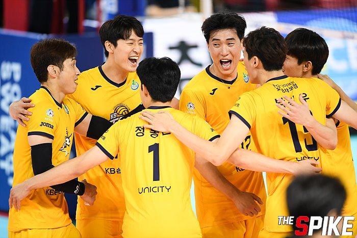 [포토화보] KB손해보험, 세트스코어 3-0으로 한국전력에 승리 4강행