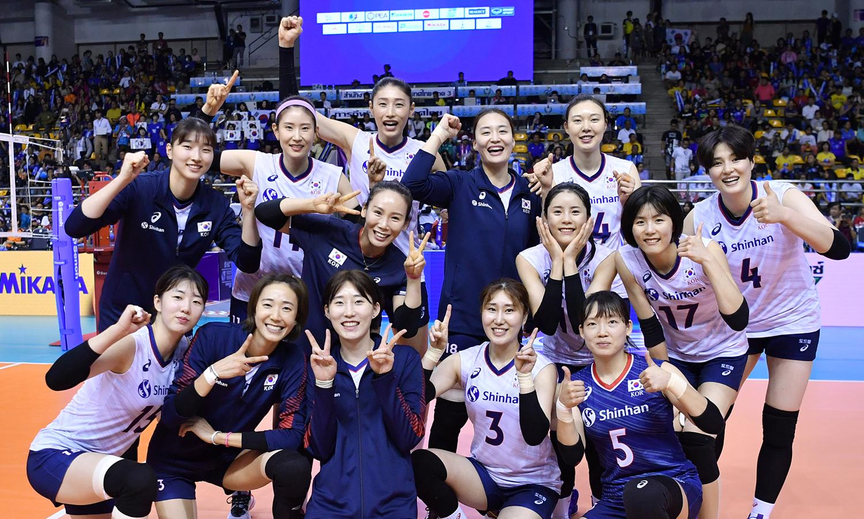 '부상 투혼'으로 뭉친 女배구대표팀의 '위대한 첫 걸음'