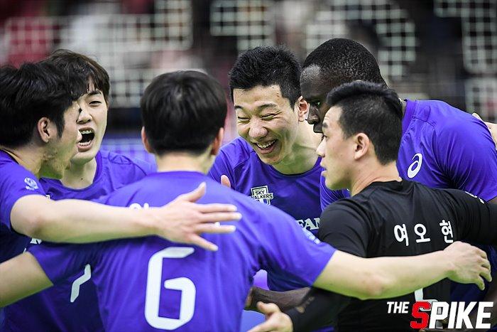 [화보] 현대캐피탈, 세트스코어 3-2로 한국전력에 승리